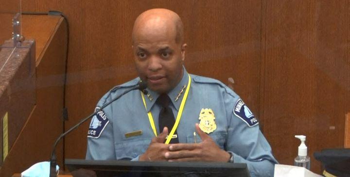 Le chef de la police de Minneapolis, Medaria Arradondo, témoigne lors du procès de Derek Chauvin, le 5 avril 2021 à Minneapolis (Etats-Unis). (STR / AFP)
