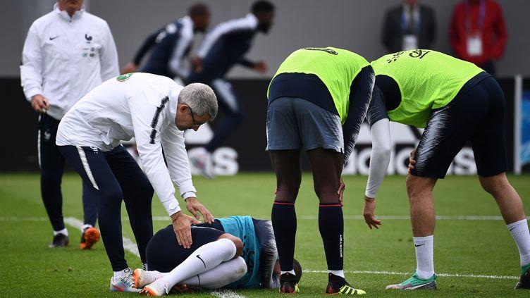 Kylian Mbappé a été blessé lors de l'entraînement des Bleus, le 12 juin à Istra (Russie). (FRANCK FIFE / AFP)