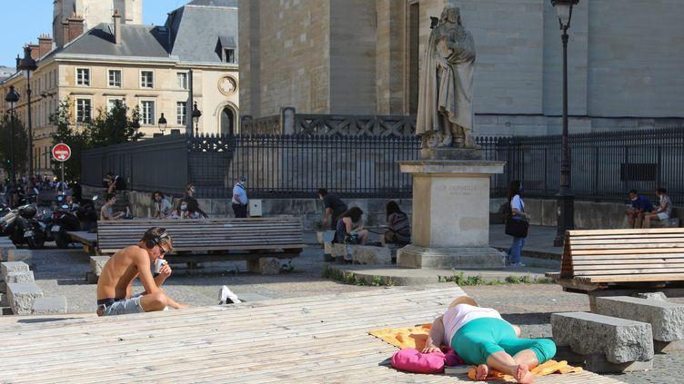 A Paris, le thermomètre a atteint les 35 degrés lundi 14 septembre. (AURELIE LADET / MAXPPP)