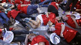 un millier d'infirmiers et d'infirmières se sont rassemblés à Las Vegas (Nevada) le 24 septembre 2014 (JOHN LOCHER / AP / SIPA)