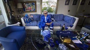 Michou, posant dans son salon, le 7 juin 2016. (JOEL SAGET / AFP)