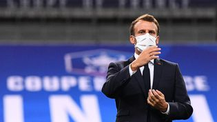 Emmanuel Macronlors de la finale de Coupe de France, le 24 juillet 2020, au stade de France, à Saint-Denis. (FRANCK FIFE / AFP)