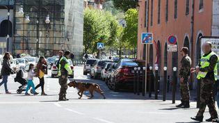 Les recherches menées à Chambéry (Savoie), le 18 avril 2017, après la disparition du caporal Arthur Noyer. (MAXPPP)