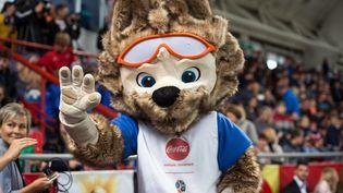 Zabivaka, la mascotte du Mondial 2018 en Russie, à Omsk, le 15 septembre 2017. (ALEXEY MALGAVKO / SPUTNIK / AFP)