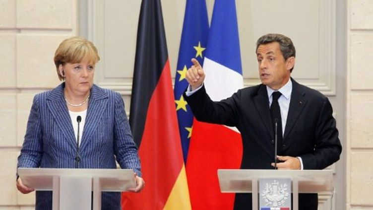 Nicolas Sarkozy et Angela Merkel donnent une conférence de presse commune, à l'Elysée, le 16 août 2011. (AFP - Patrick Kovarik)
