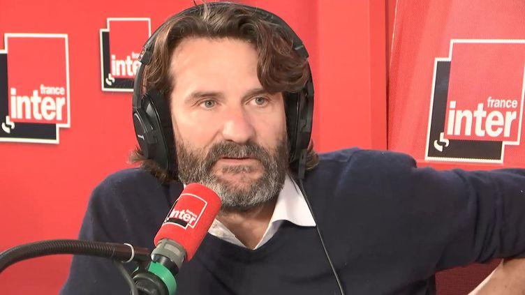 L'écrivain Frédéric Beigbeder, lors de sa dernière chronique sur France inter, le 15 novembre 2018. (FRANCE INTER)