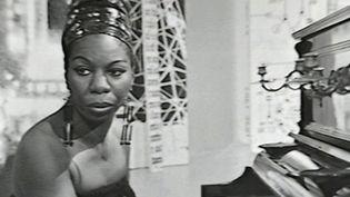 Uncoffret rassemblant des titres de blues chantés par l'AméricaineNina Simone est sorti. (Capture d'écran Franceinfo)