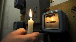 Illustration d'un compteur électrique, en janvier 2012. (ANNE-CHRISTINE POUJOULAT / AFP)