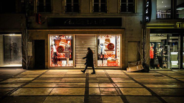 Dans les rues de Metz (Moselle), au premier jour du couvre-feu à 18 heures, le 2 janvier 2021. (MAXPPP)