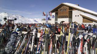 Quatre départements pyrénéens (Pyrénées-Atlantiques, Hautes Pyrénées, Haute-Garonne, Ariège) sont passés lundi en vigilance orange pour fort risque d'avalanches, poussant les responsables de stations et les skieurs à la prudence (image d'illustration) (MAXPPP / ARCO IMAGES GMBH)