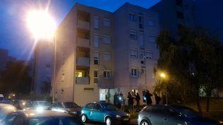La façade de l'immeuble de Creil (Oise) où a été interpellé le braqueur Redoine Faïd mercredi 3 octobre 2018. (SARAH BRETHES / AFP)