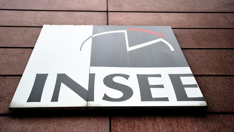 Un panneau avec le logo de l'Insee, à Lille (Nord), le 14 septembre 2010. (PHILIPPE HUGUEN / AFP)