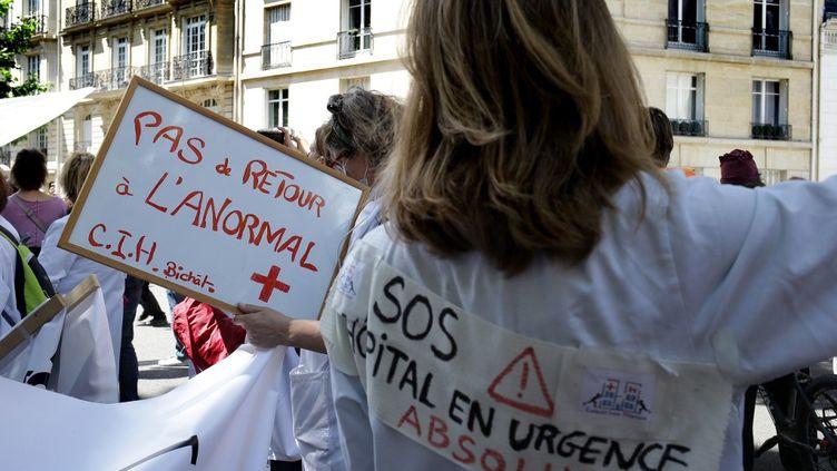 Des soignants manifestent à Paris le 16 juin 2020 (BRUNO COUTIER / BRUNO COUTIER)