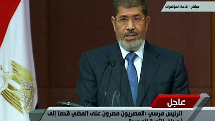 Le président égyptien Mohammed Morsi, annonce la tenue d'un référendum sur la nouvelle constitution, le 1er décembre 2012. (- / EGYPTIAN TV)