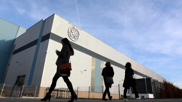 Le logo de General Electric est apposé sur l'ancien site Alstom de Belfort. (MAXPPP)