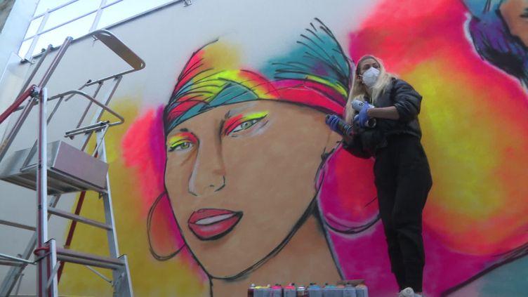 Juliette, la graffeuse qui redonne de la couleur aux hôpitaux (France 3)