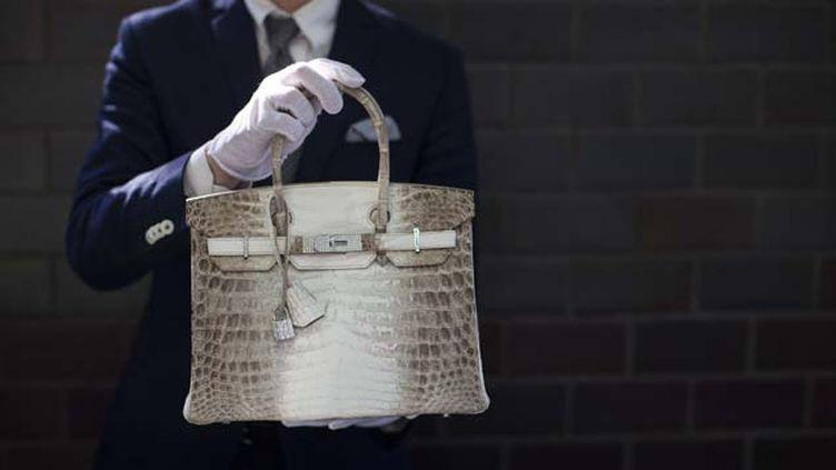 (Un sac Hermès Birkin Croco mis aux enchères en 2014 © Reuters-Mario Anzuoni)