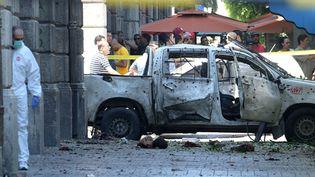 Un kamikaze a visé un véhicule de police sur la principale avenue de Tunis, le 27 juin 2019. (FETHI BELAID / AFP)