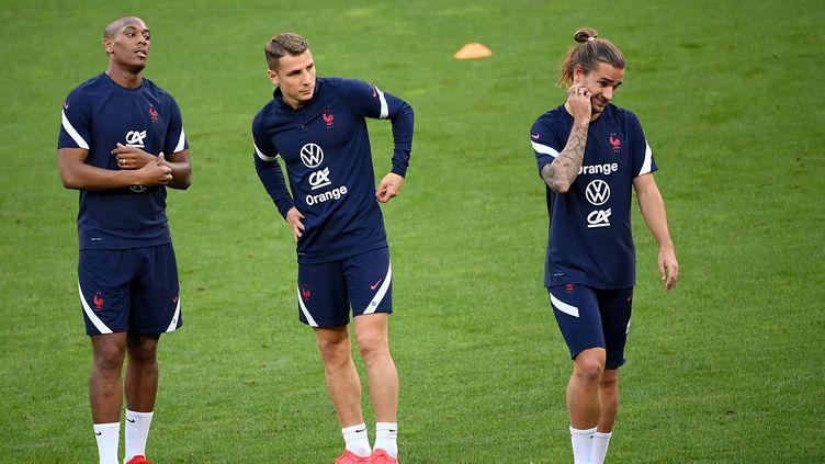 Les Français à l'entraînement dans le Groupama Stadium, le 6 septembre (FRANCK FIFE / AFP)