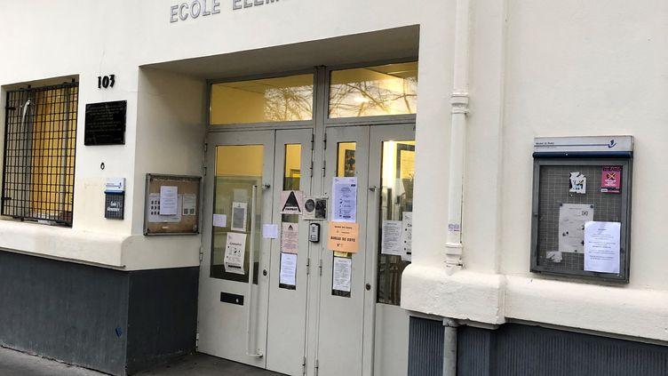 Un bureau de vote dans le 20e arrondissement de Paris. (YANN BERTRAND / RADIO FRANCE)
