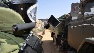 Des experts dépêchés par l'armée turque en Libye entraînent les forces du gouvernement de Tripoli à neutraliser les mines antipersonnel disséminées dans le sud de la capitale, Tripoli, le 18 juillet 2020. (MÜCAHIT AYDEMIR / ANADOLU AGENCY)