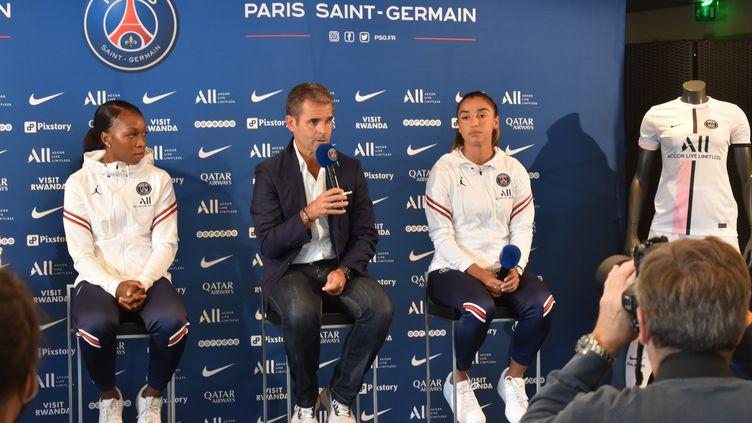 Le nouveau coach du PSG féminin Didier Ollé-Nicolle et ses joueuses visent à nouveau le titre en D1 Arkema. (Hortense Leblanc)