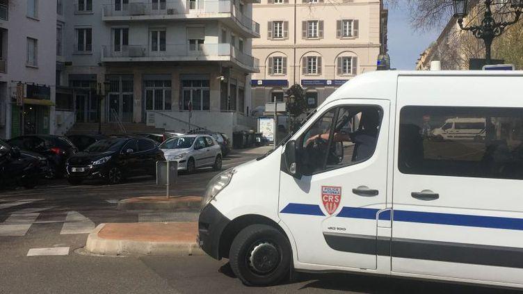 Une charge explosive a été découverte devant la direction départementale des finances publiques, à Bastia, lundi 1er avril. (ANNE-MARIE LECCIA / FRANCE 3 CORSE VIASTELLA)