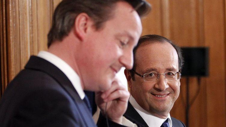 Le Premier ministre britannique, David Cameron, et le président français, François Hollande, le 10 juillet 2012 à Londres. (CHESNOT / SIPA)