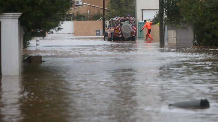 La villes d'Hyères dans le Var fortement touchée par les intempéries qui frappent le sud-est depuis vendredi 22 novembre. (BOUTRIA  LUC / MAXPPP)
