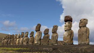 Desmoaï sur l'Île de Pâques. (MICHEL GUNTHER / BIOSPHOTO / AFP)