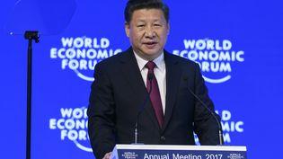 Xi Jinping, président de la Chine au Forum économique et social de Davos en Suisse, le 17 janvier 2017. (FABRICE COFFRINI / AFP)