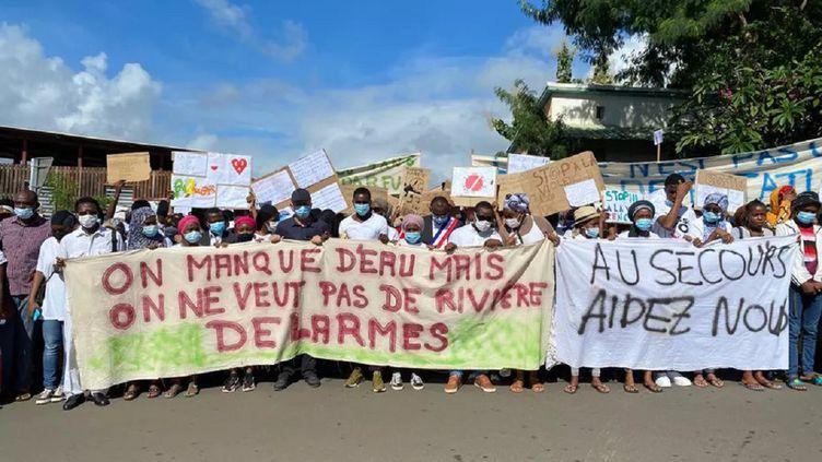 Mayotte : après la mort de deux lycéens, les parents réclament plus de sécurité. (RAINAT ALILOIFFA / MAYOTTE LA 1ERE)