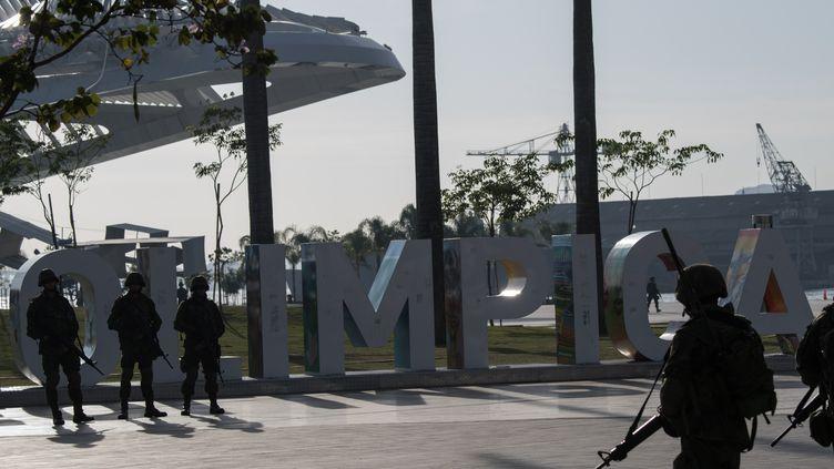 Les militaires brésiliens assurent la sécurité des sites olympiques à Rio (CHRISTOPHE SIMON / AFP)
