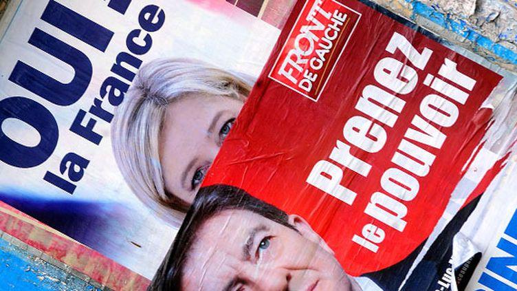 Affiches de campagnes dans les rues d'Hénin-Beaumont (Pas-de-Calais), le 12 mai 2012. (SEBASTIEN JARRY / MAXPPP)