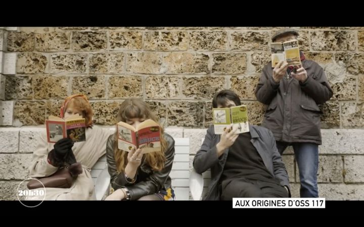 Les romans de Jean Bruce étaient très populaires dans les gares (CAPTURE ECRAN / 20H30 LE SAMEDI / FRANCE 2)
