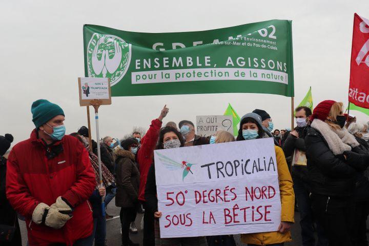 Quelque 200 personnes ont manifesté contre le projet Tropicalia, le 6 février 2021, à Rang-de-Fliers (Pas-de-Calais). (FRANCOIS CORTADE / FRANCE-INFO)