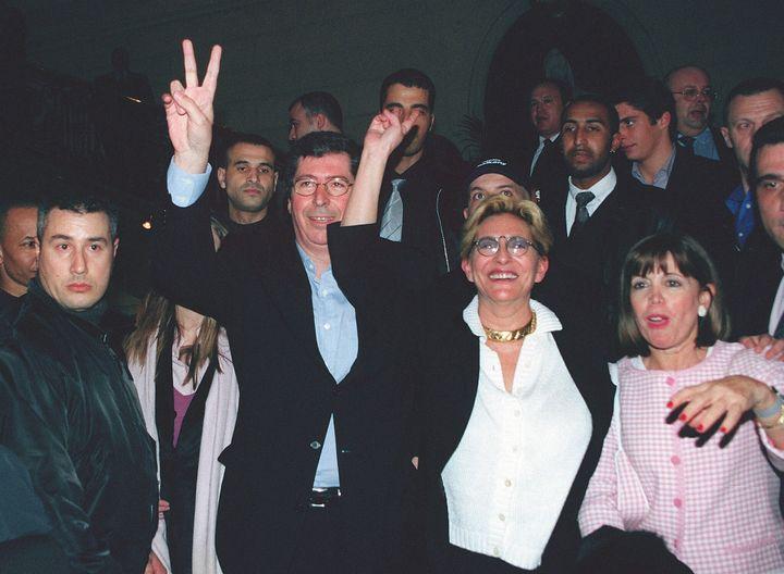 Patrick Balkany, et sa femme Isabelle, célébrant son élection à la mairie de Levallois-Perret, le 18 mars 2001. (MAXPPP)