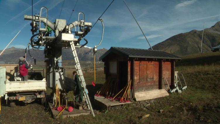 La station d'Ancelle se prépare pour la saison de ski, malgré l'incertitude. (France 3 - L. Robert)