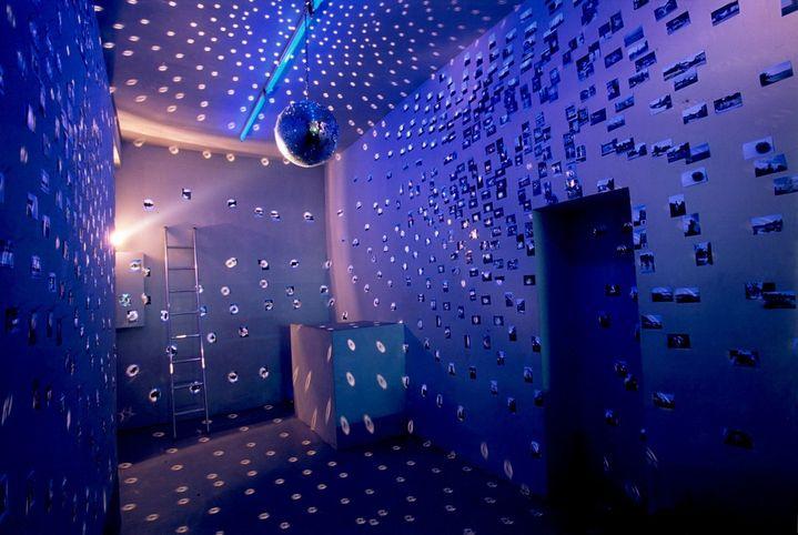 """Installation """"Bulle Poetico-Spéculative"""",Paris Project Room,2001de R. Bidault-Waddington, ayant servi de source d'inspiration pour son projet recherche Paris Galaxies (2008-18), et revisitée dans le dernier chapitre de Paris Ars Universalis. (Marc Domage)"""