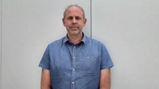 Stéphane Lesix, secrétaire duComité social et économique (CSE) de l'usine Bridgestone de Béthune (Pas-de-Calais). (SEBASTIEN BAER / RADIO FRANCE)