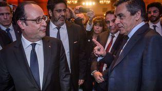 François Hollande et François Fillon lors du dîner annuel du Conseil représentatif des institutions juives de France (Crif) à Paris, le 22 février 2017. (CHRISTOPHE PETIT TESSON / AFP)