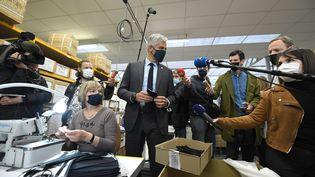 Laurent Wauqiez, candidat aux régionales, le 11 mai 2021 à Tarare (Rhône). (RICHARD MOUILLAUD / LE PROGRES / MAXPPP)