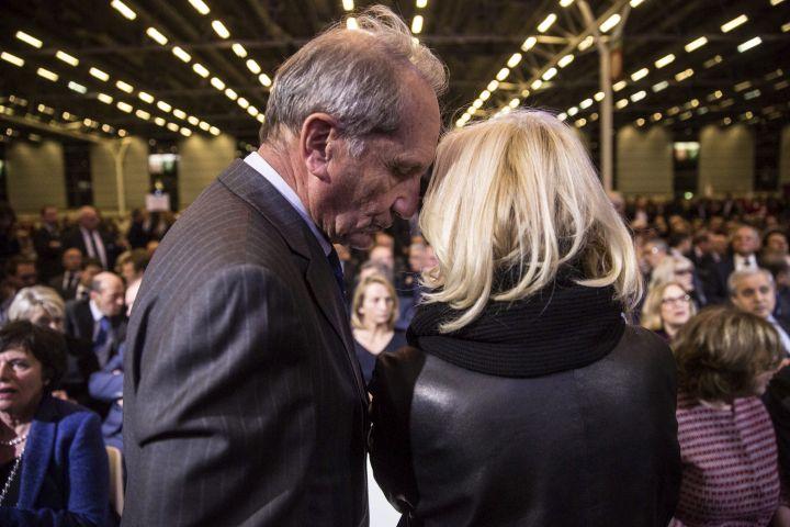 Le sénateur Gérard Longuet et Anne Méaux, lors du dernier meeting de François Fillon pendant la primaire de la droite, le 25 novembre 2016. (HAMILTON / REA)