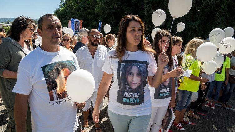 Les parents deMaëlys lors d'une marche en hommage à la fillette, à Pont de Beauvoisin (Isère), le 27 août 2018. (NICOLAS LIPONNE / NURPHOTO / AFP)