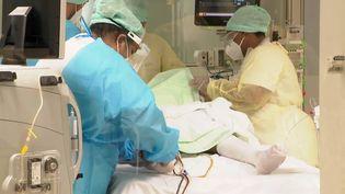 La réanimation au centre Médipôle dans la banlieue de Nouméa. 56 patients en réanimation ce weekend et des temps de réanimation qui peuvent aller jusqu'à plusieurs semaines. (NOUVELLE-CALÉDONIE 1ÈRE)