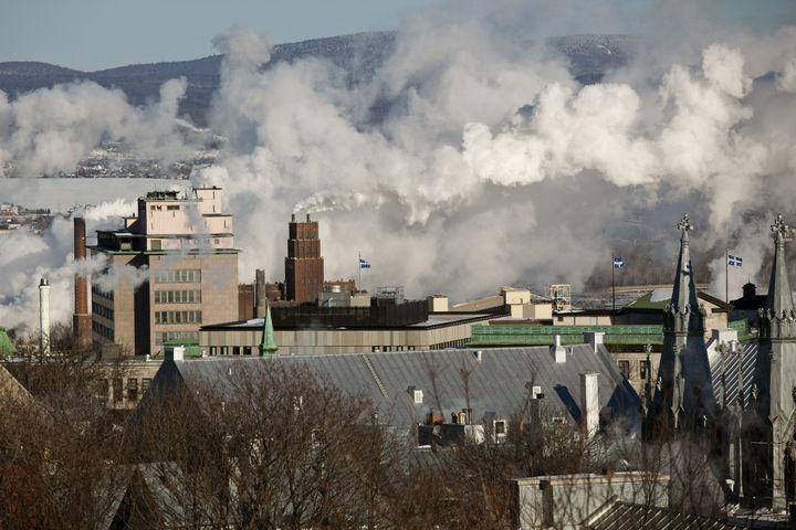 La zone industrielle autour du port de Québec (Canada), le 19 mars 2019. (PHILIPPE ROY / AFP)
