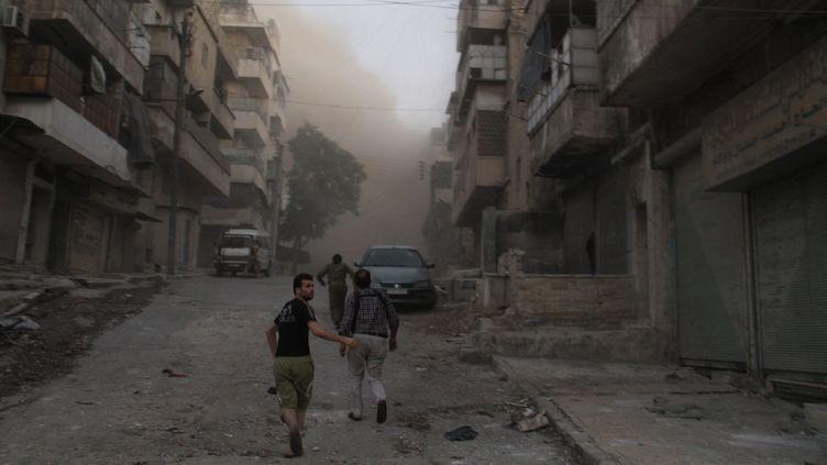 (Les rebelles syriens ont mis à mal le siège imposé à Alep par le régime syrien, mais la ville reste coupée en deux © MAXPPP / Ameer al-Halbi)