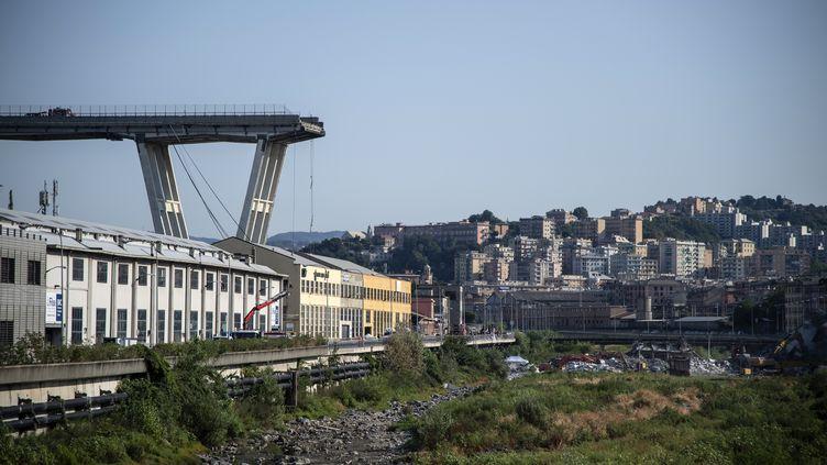 Le pont autoroutier Morandi à Gênes (Italie), le 17 août 2018. (MARCO BERTORELLO / AFP)