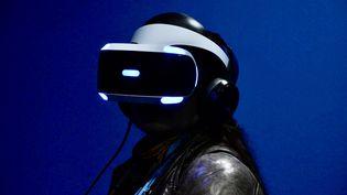 Un masque de réalité virtuelle. Photo d'illustration. (JEAN-CHRISTOPHE BOURDILLAT / RADIO FRANCE)