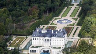 """Vue aérienne du """"Château Louis XIV"""", à Louveciennes (Yvelines), prise le 14 juillet 2011. (CHARLES PLATIAU / REUTERS)"""